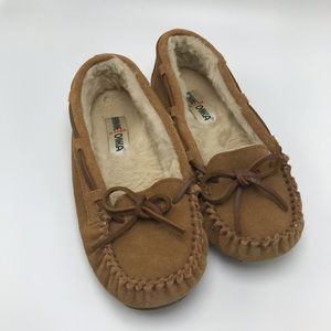 Minnetonka Brown Leather moccasin Slipper shoe